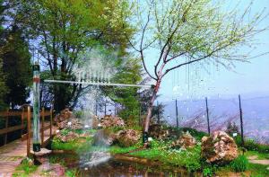 Giovanni Bonaldi Il silenzio della neve, 2013 installazione site specific, plexiglas, carta, metallo